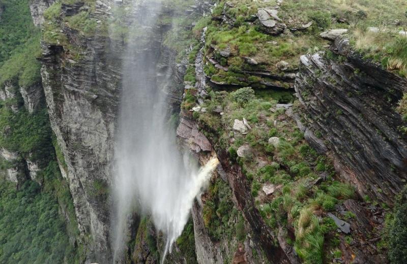 Efeito invertido na Cachoeira da Fumaça, Chapada Diamantina