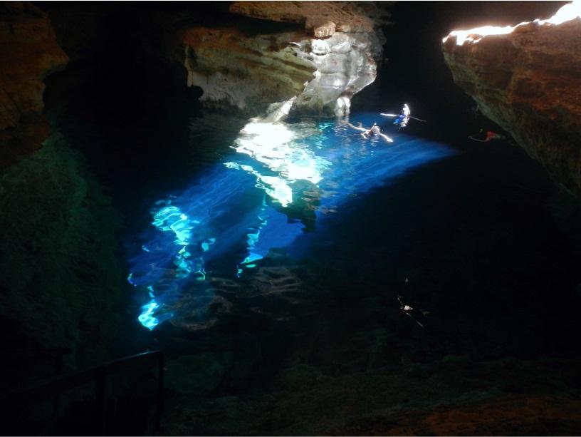 Flutuação no Poço Azul, Chapada Diamantina