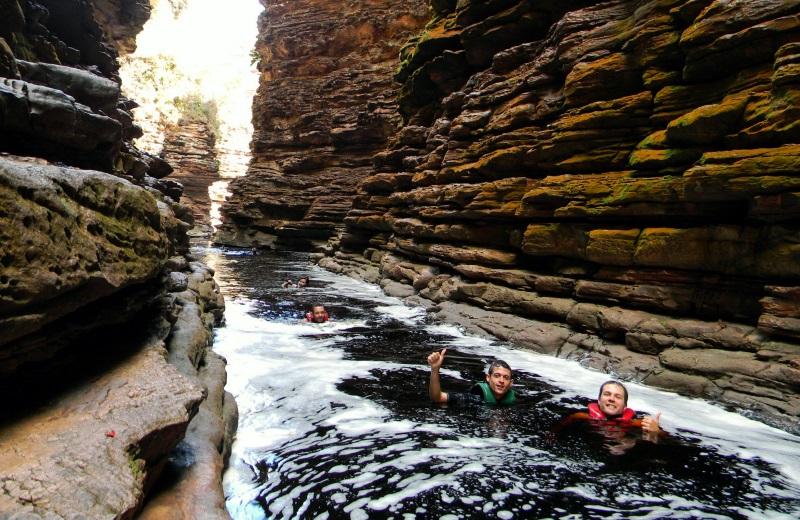 Nadando na Cachoeira do Buracão, Chapada Diamantina