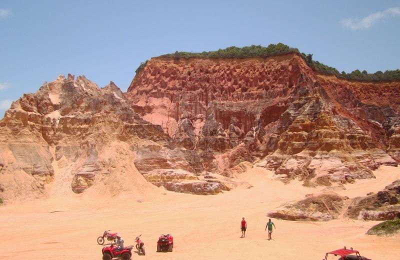 Falésias na Praia do Gunga, no litoral sul de Alagoas