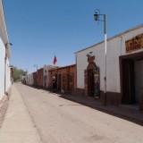 Casas de Adobe em rua de San Pedro do Atacama, Chile