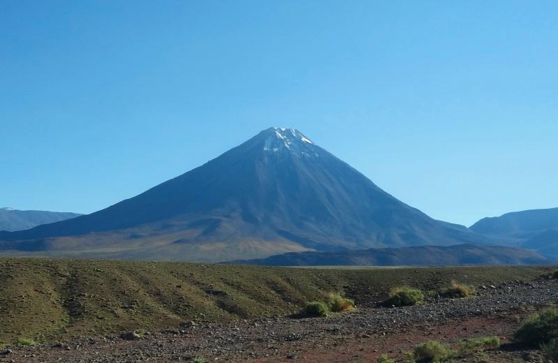 Vulcão Licancabur, passeio no Deserto do Atacama
