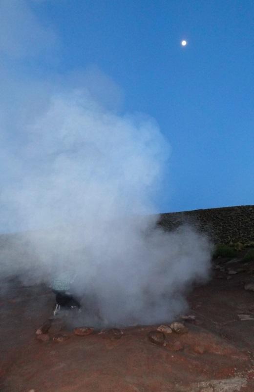Amanhecer nos Gêigeres El Tatio, Atacama