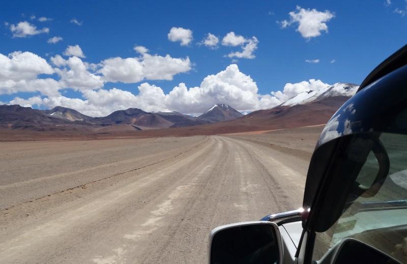 Jeep pelo Altiplano Boliviano no Tour de Uyuni