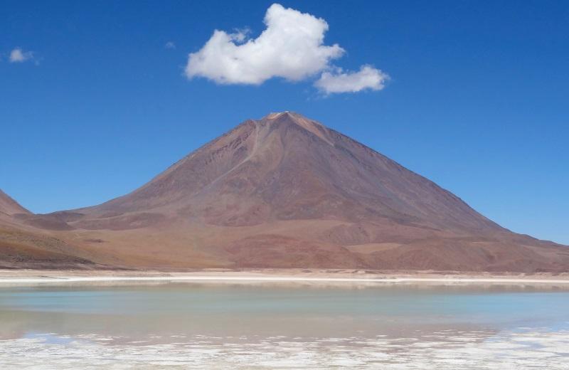Laguna Verde e Vulcão Licancabur no Tour de Uyuni