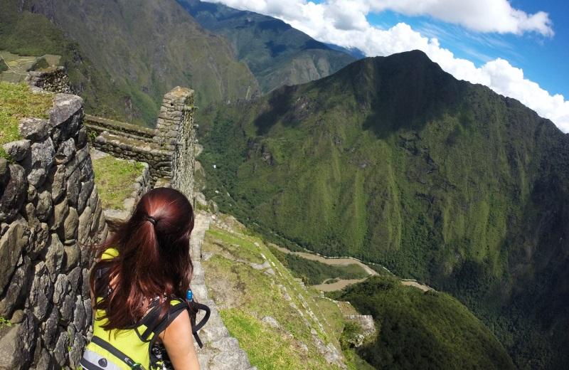 Escadas descendo o Waynapicchu em Machu Picchu