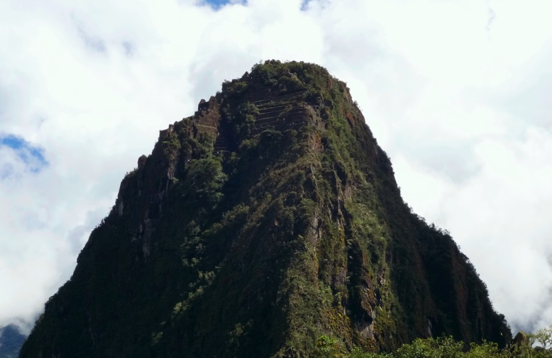 Topo do Huayna Picchu com ruínas e terraças