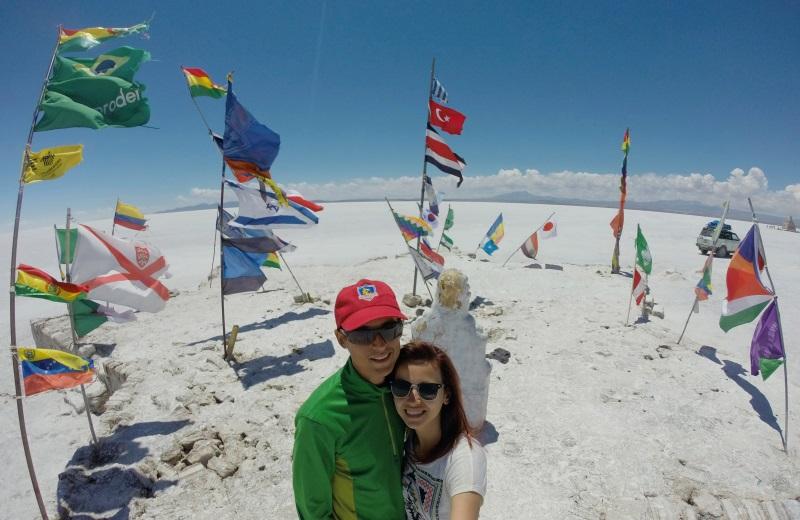 Monumento das bandeiras no Salar de Uyuni, Bolívia