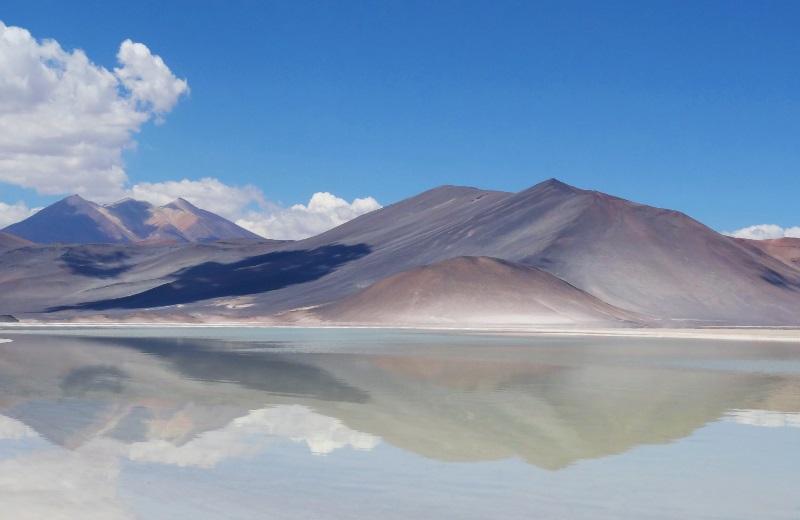 Cerro Medano no Salar de Aguas Calientes ou Salar de Talar, Deserto do Atacama
