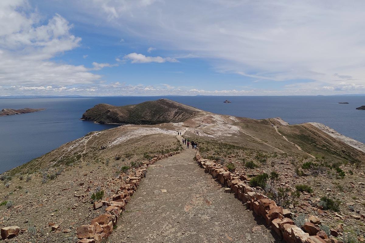Caminhada de norte a sul na Isla del Sol