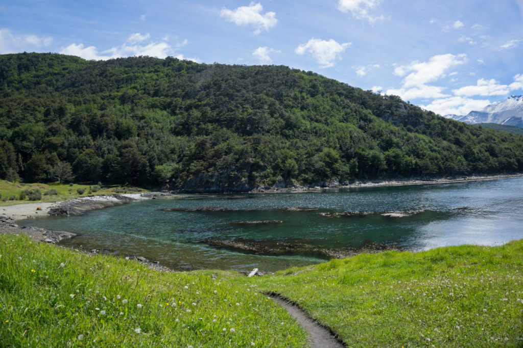 Praia no Parque Nacional Tierra del Fuego em Ushuaia, Argentina