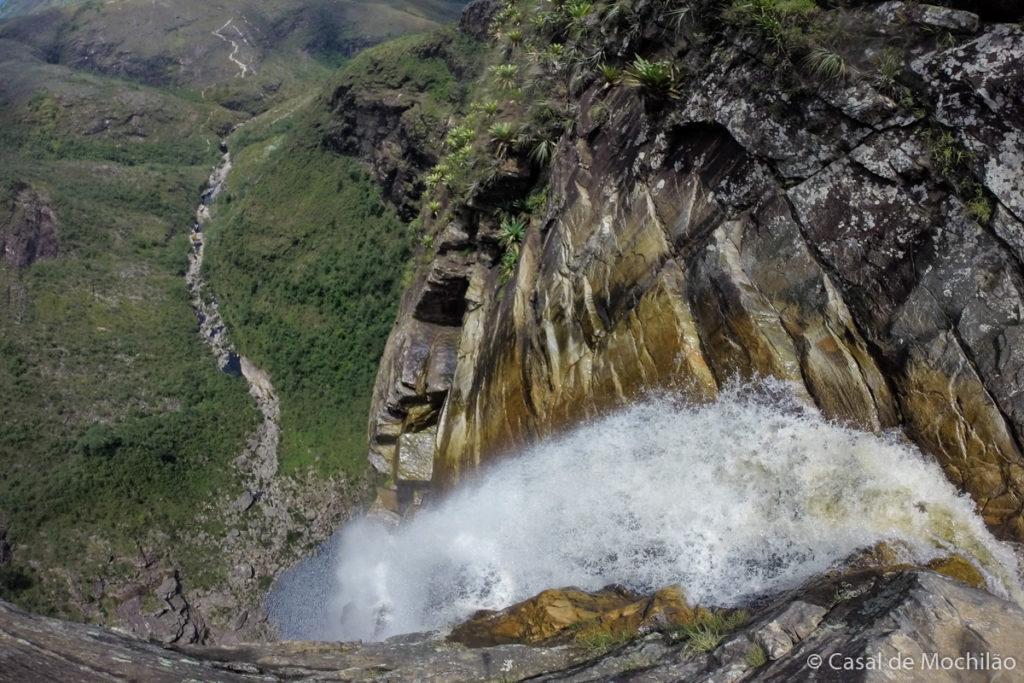 Vista do topo da Cachoeira do Tabuleiro em Minas Gerais