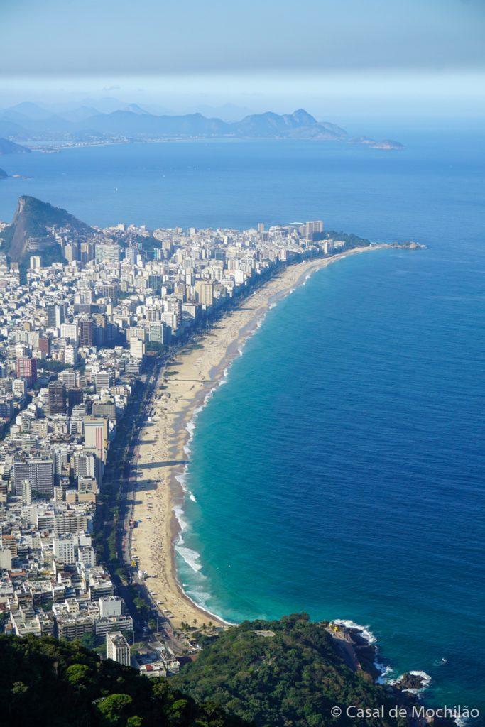 Praia de Ipanema vista do topo do Morro Dois Irmãos na cidade do Rio de Janeiro